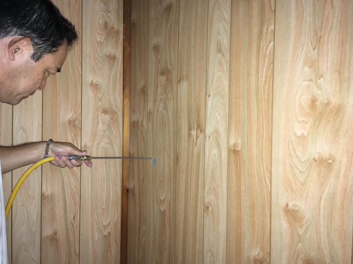 壁内へ穿孔注入処理作業風景